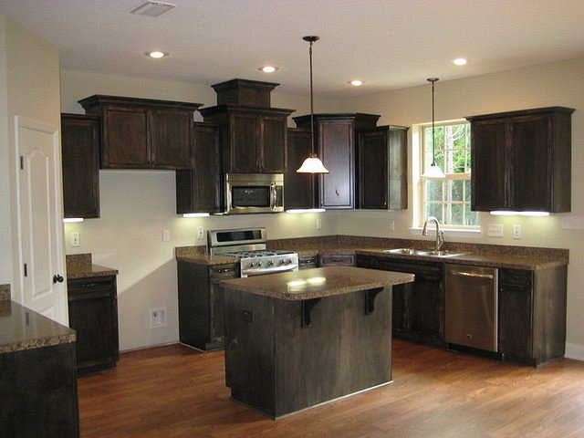 America 39 s home place glenridge kitchen for Custom home builders valdosta ga